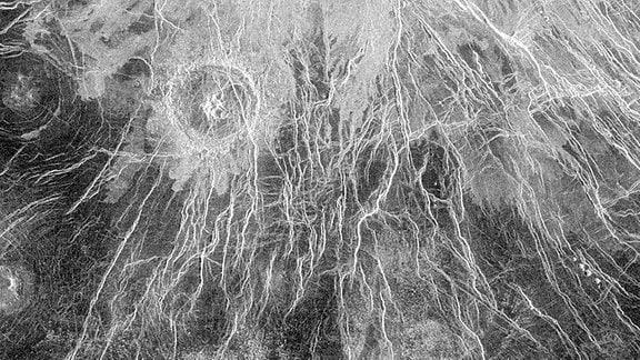 Das hochauflösende Foto zeigt den Wheatley Krater der Venus – dem zweiten Plaaneten in unserem Sonnensystem.