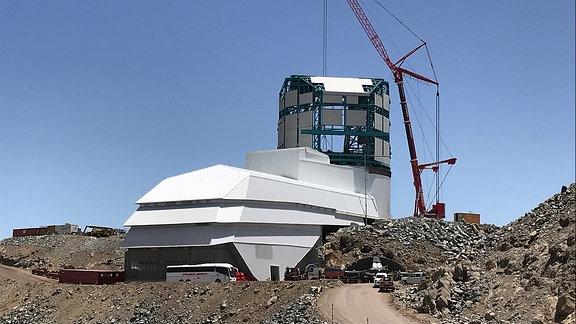Stand der Bauarbeiten zum Teleskop LLST/Vera Rubin in Chile im Februar 2020