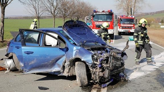 Verkehrsunfall mit einem PKW auf einer Bundesstraße