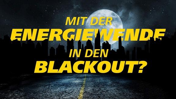 Nächtliche, von einem Vollmond beschienene Skyline. Die Hochhäuser sind wie bei einem Stromausfall völlig unbeleuchtet. Schrift: Mit der Energiewende in den Blackout?