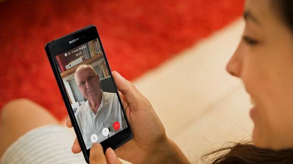 Den Arzt einfach mit dem Smartphone konsultieren