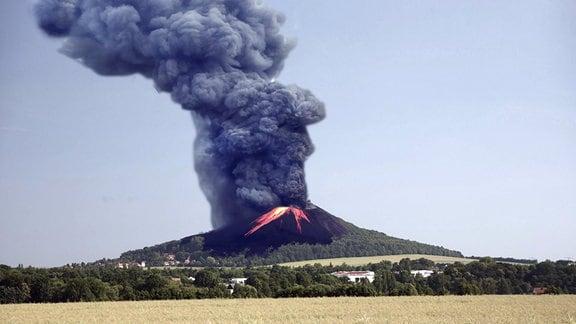 Collage - Vulkanausbruch in blühender Landschaft