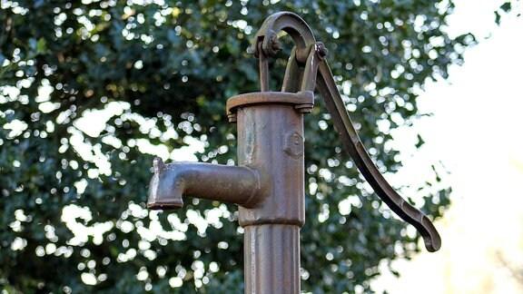 Eine alte Wasserpumpe