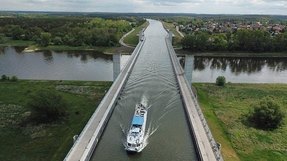 Mittellandkanal beim Ortsteil Hohenwarthe der Gemeinde Möser nahe Magdeburg.