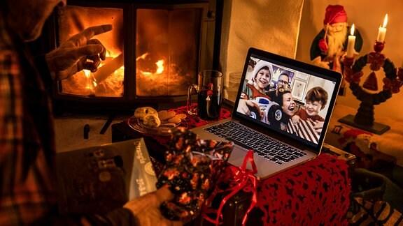 Weihnachten digital am Laptop