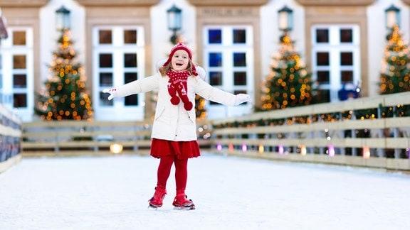 Ein Kind im Schnee