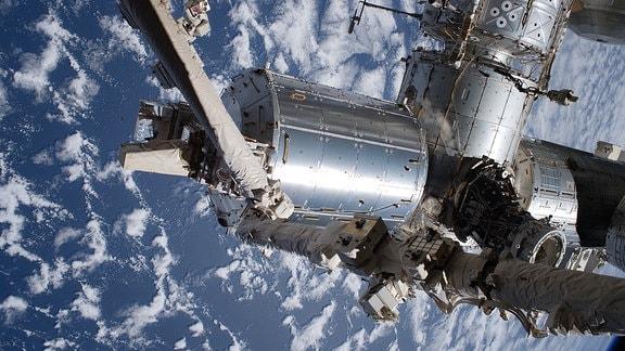Columbus-Labor der ISS über der Erde