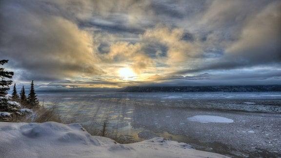 Wintersonnenwende am Turnagain Arm, Alaska