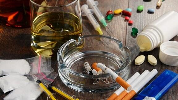 Suchtmittel einschließlich Alkohol, Zigaretten und Drogen