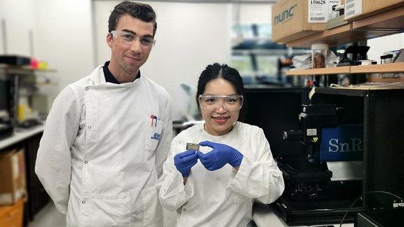 Alain Wuethrich (li.) und Jing Wang von der University of Queensland