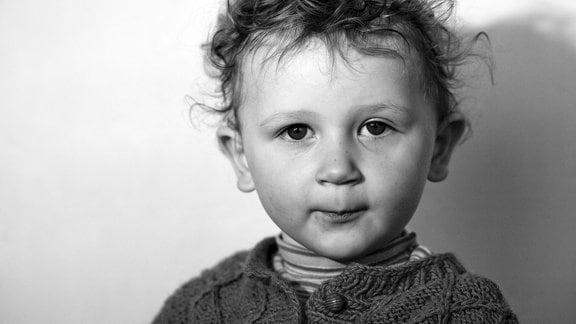 Kind mit zerzausten Haare