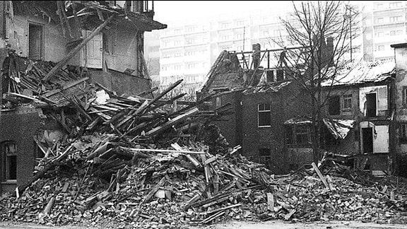 März 1987, Abriß im Quartier Juri-Gagarin-Ring Ecke Thomasstraße