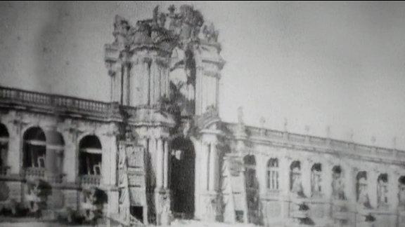 Der Zwinger in Dresden um 1945.