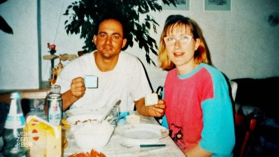 Archivfoto eines Pärchens am Frühstückstisch