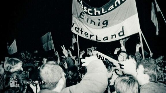 Archivbild einer Demonstration mit Deutschlandfahne