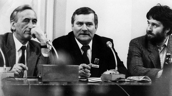 Gespräch am Runden Tisch in Warschau: Tadeusz Mazowiecki, Lech Walesa, Wladyslaw Frasyniuk