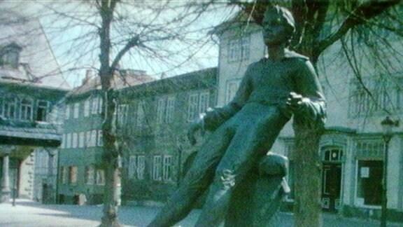Das Bachdenkmal in Arnstadt im Jahr 1985. Im Hintergrund ist der Markt zu sehen.