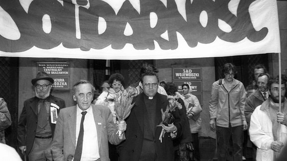 Tadeusz Mazowiecki, Henryk Jankowski unter Solidarnosc-Transparent 1989