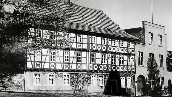 Fassade der Handschuhfabrik in den 60er Jahren.