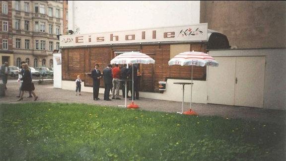 In den ersten Jahren nach der Wiedervereinigung herrschte nur wenig Betrieb an der Eishalle an der Kaßberg-Auffahrt in Chemnitz.