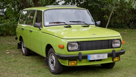 ein grüner Wartburg Tourist 353 W