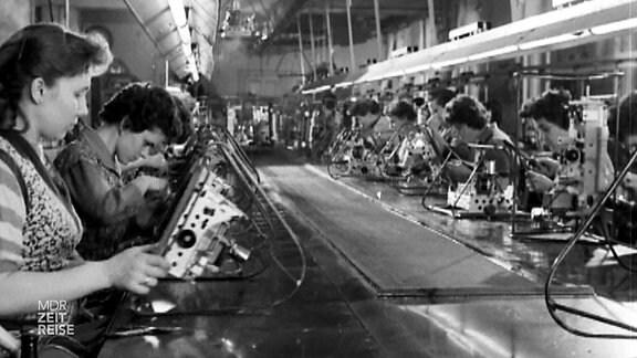 Frauen in einer Fabrik