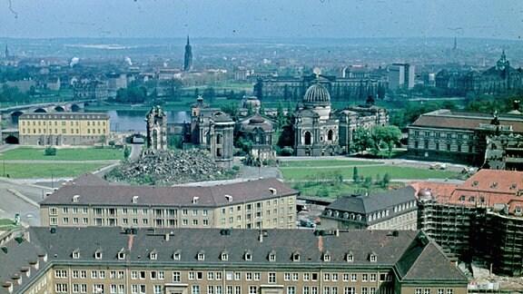 Die Dresdner Frauenkirche vor ihrem Wiederaufbau