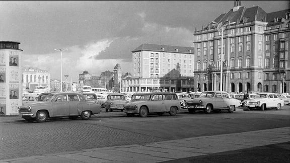 Dresden 1963, Blick vom Altmarkt Richtung Neumarkt, damals noch ohne Einschränkungen möglich, da der Kulturpalast noch nicht gebaut war.