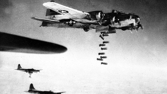 Bomberstaffel über Chemnitz, vermutlich sechster Februar Neunzehnhundertfünfundvierzig.