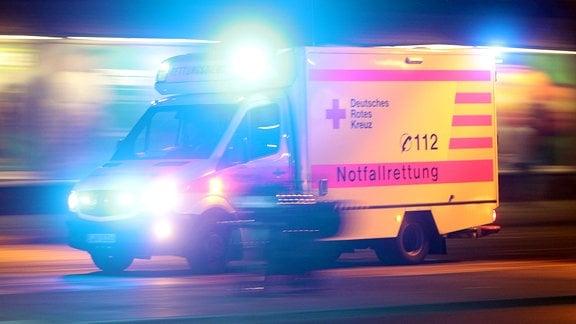 Notarzt Rettungswagen des DRK Deutschen Rotes Kreuz