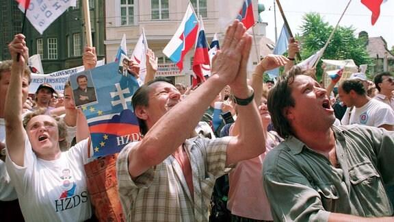 Menschen in Bratislava feiern 1992