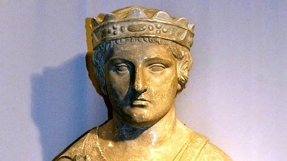 Statue des Staufer Kaisers Friedrich II.