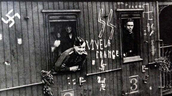 Französische Freiwillige der Waffen-SS werden 1941 an die Ostfront in die Sowjetunion verlegt