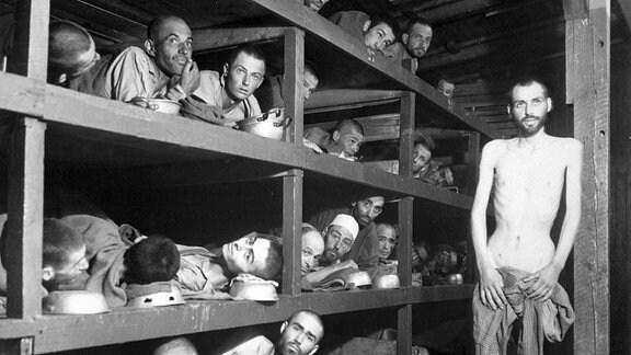 Innenansicht einer Häftlingsbaracke in Buchenwald