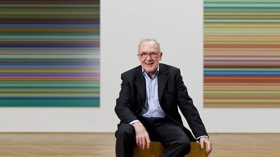 Der Maler Gerhard Richter in seiner Ausstellung Gerhard Richter. Streifen & Glas im Albertinum in Dresden, aufgenommen am Donnerstag (12.09.13).