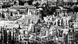 Dresden nach dem Luftangriff vom 13. Februar 1945 Zerstörung Bombardierung Zweiter Weltkrieg