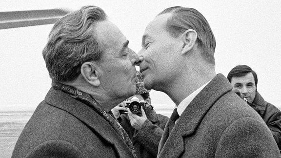 Leonid Breschnew und Alexander Dubcek
