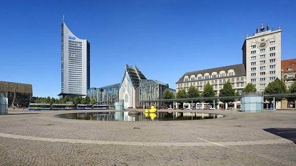 Augustusplatz mit Gewandhaus, City-Hochhaus, Augusteum und Paulinum der Universität, Krochhochhaus in Leipzig, Sachsen.