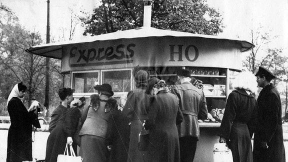 Einer von 57 Imbiss- und Erfrischungskiosken der HO in Berlin (Ost) Aufnahmedatum geschätzt