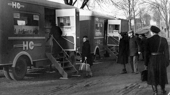 Mobile HO-Verkaufstellen versorgen die Bevölkerung in der Berliner Randgebieten Aufnahmedatum geschätzt