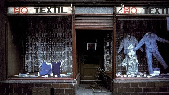 Eingang eines HO-Textilgeschäftes