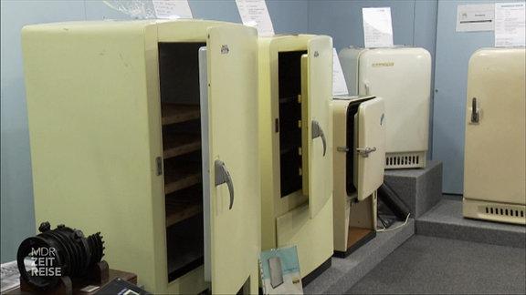 Ein paar alte DDR-Kühlschränke aus Museum für Kältetechnik in Scharfenstein (Erzgebirge). Früher stand hier die Firma VEB DKK Scharfenstein.