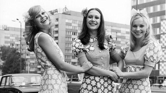 1978 , Models in Minikleidern aus Dederon während der Frühjahrsmesse in Leipzig