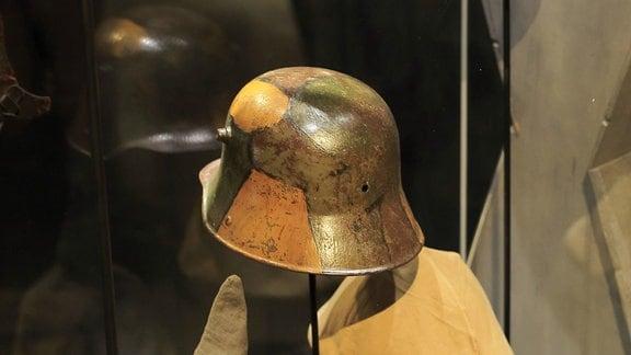 Deutsche Stahlhelme und Pickelhauben in Kriegsmuseum in Verdun