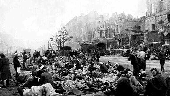Deutsche Verwundete nach der Schlacht um Berlin