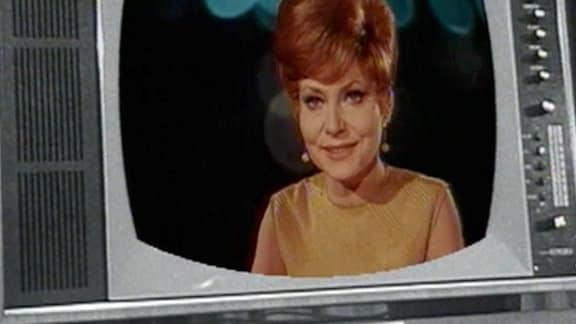Montage Fernsehgerät (schwarz-weiss) mit farbigen Bild der Moderatorin
