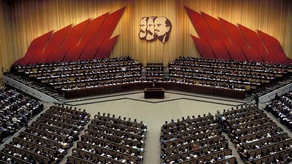 Delegierte im Palast der Republik