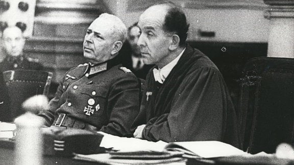 Roland Freisler und Hermann Reinecke, 1944