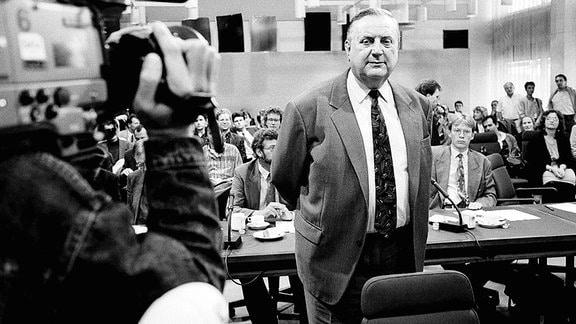 Alexander Schalck-Golodkowski (GER) während eines Gerichtstermins 1992