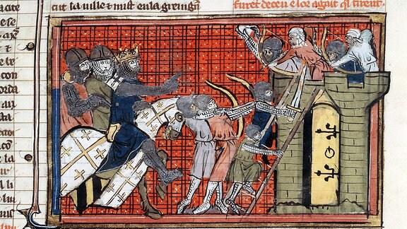 Belagerung einer Stadt, Angeführt von Gottfried von Bouillon während des 1. Kreuzzuges 1095-1099. Sarazenen feuern mit Pfeilen von den Zinnen der Mauer auf die Kreuzritter. Zeitgenössische Darstellung.